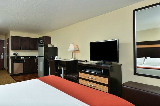 Holiday Inn Express Portland SE-Clackamas Area: SUITE