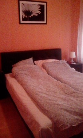 King Apartments Budapest : Double bed in separate bedroom