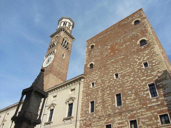 Piazza dei Signori: torre do relógio