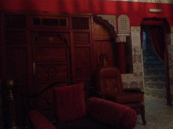 Pension Kawtar : Hall y habitación