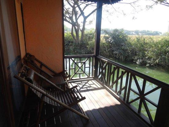 ViewPoint Lodge & Fine Cuisines : La terrace avec vue sur la nature