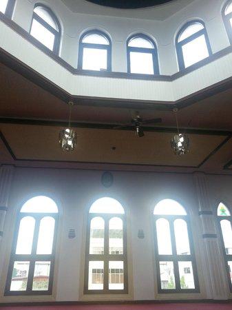 Suriname City Mosque: Vista por dentro