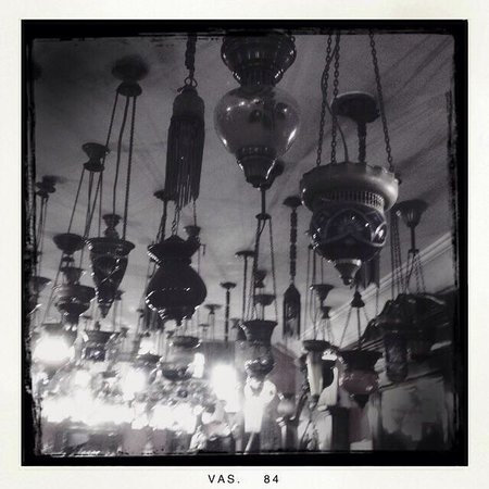 Kybele Cafe Restaurant: Lamps.. Lovely lamps..