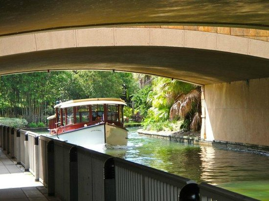 Loews Royal Pacific Resort at Universal Orlando: Boat to Universal