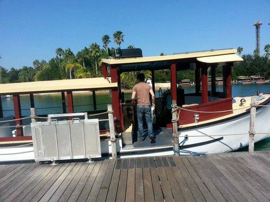 Loews Royal Pacific Resort at Universal Orlando: Boat to Universal