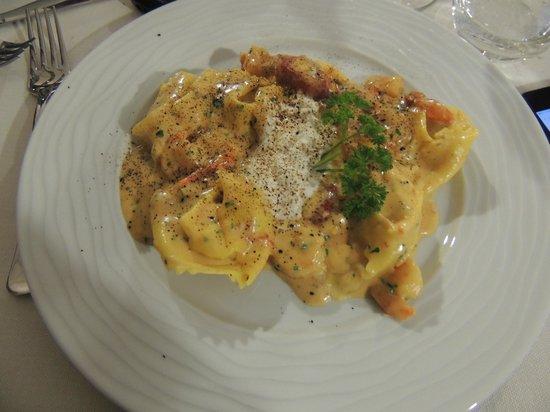 Montichiari, Italy: tortelli ripieni ai carciofi con gamberetti,burrata e liquirizia
