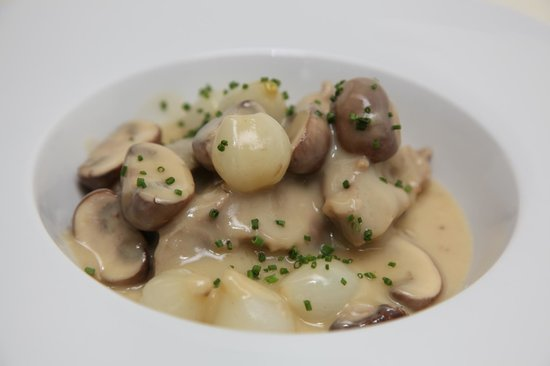 """La Mangeoire: Veal """"Blanquette"""" White Cream Sauce, Glazed Pearl Onions & White Mushrooms"""