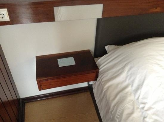 Hotel do Carmo: Night table with feedback form