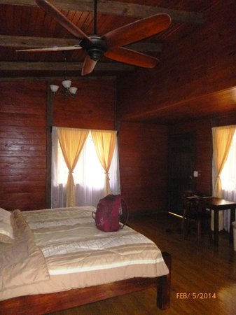 Blue River Resort & Hot Springs: Inside of Cabina