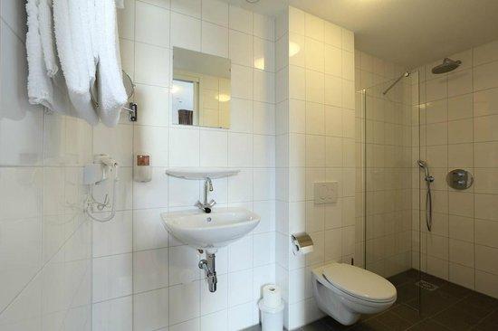 Badkamer - Picture of Hotel Berghem, Oss - TripAdvisor