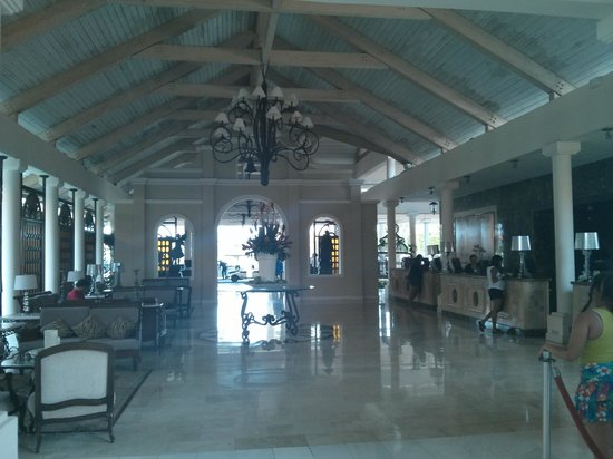 Melia Coco Beach : Open air lobby