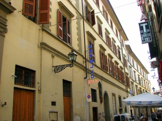 Hostel Archi Rossi : Hotel is located in a nice street