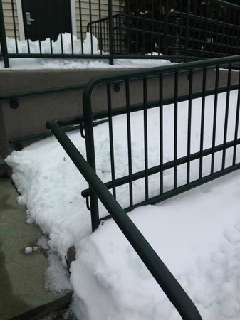 Homewood Suites by Hilton Boston/Andover: Snow blocked wheel chair ramps