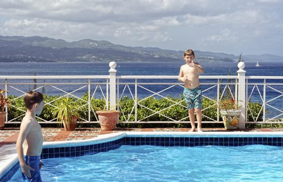 Polkerris Bed and Breakfast: Pool overlooks the bay, photo from breakfast table