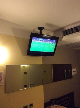 Omnia Hotel: Bel televisore con Sky