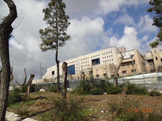 Crowne Plaza Hotel Jerusalem: Estação de Trem e ônibus - proximidade do hotel