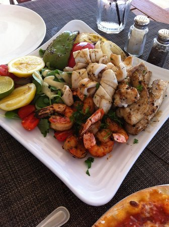 Stelle : Seafood platter for two with two veggie sides.