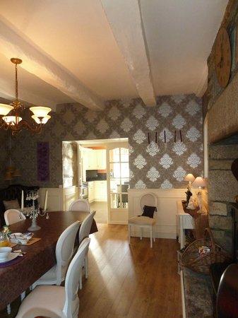 Chambres d'Hotes le Pottier : Salle à manger (petit-déj le matin)