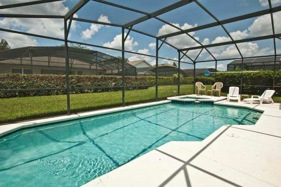 Windsor Palms Resort : BIG HEATED POOL WITH JACUZZI !!