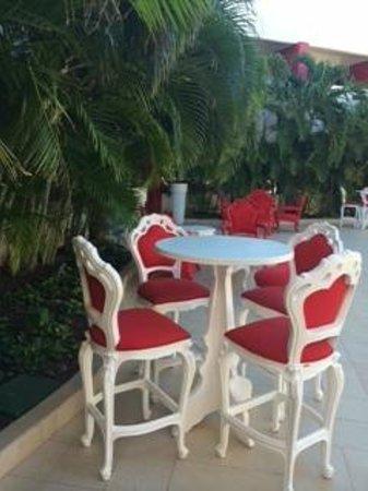 Temptation Cancun Resort.: Patio Lounge