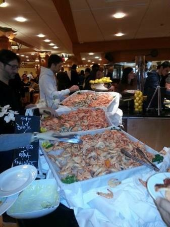 Club Med Serre-Chevalier : prawn buffet