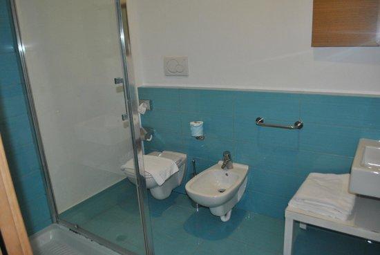 Emily Suites: las habitaciones tienen baño en suites y hacen juego en colores