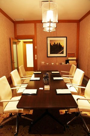 The Ritz-Carlton, Toronto: Time to get down to business