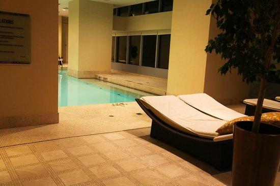 The Ritz-Carlton, Toronto: Wading errr Swimming Pool