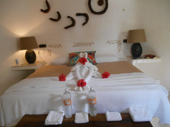 Mahekal Beach Resort: an example of the artistry of the staff providing towels each day