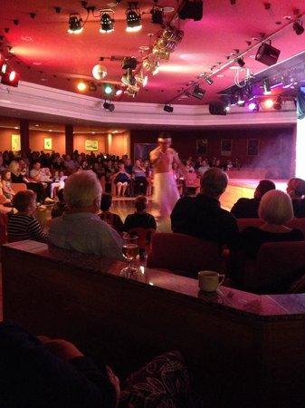 ClubHotel Riu Paraiso Lanzarote Resort: Show do soir au theatre du hotel