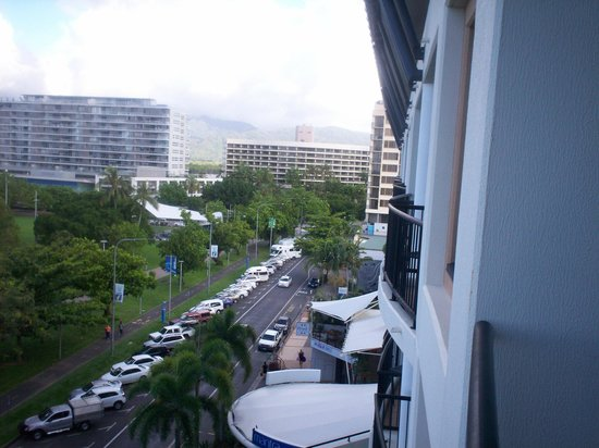 Mantra Esplanade Cairns : View from room 617