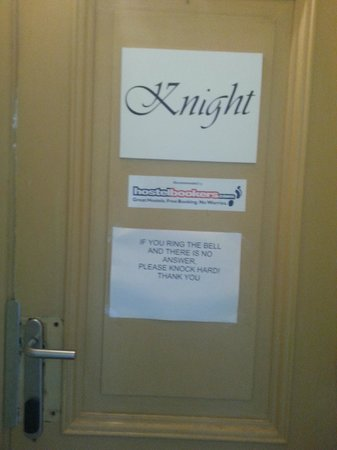 Knight House: Вход
