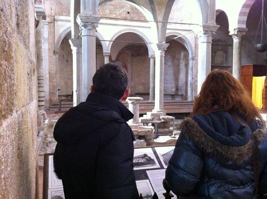 Basilica romanica di San Piero a Grado, scorcio