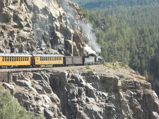 Durango and Silverton Narrow Gauge Railroad and Museum: Tight Turn