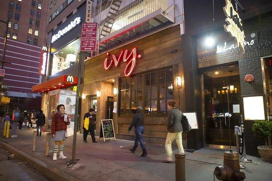 Outside Bild från Ivy Bar & Grill, New York Tripadvisor