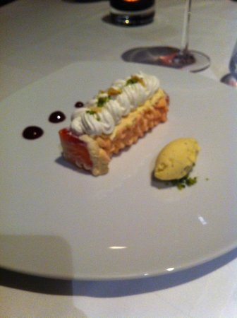 Chateau de Mery: Le dessert au restaurant de l'hôtel