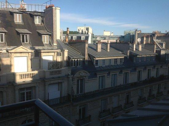 Sofitel Paris Arc de Triomphe: vue sur les toits de paris depuis la chambre