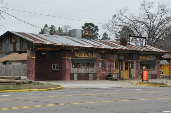 Mildred's Chicken & Waffles: From the front along Hwy 59