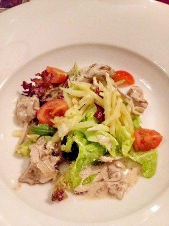 """Osteria Toscana: Салат из куриной печенки,стебля сельдерея и яблок.Остерия """"Тоскана""""."""