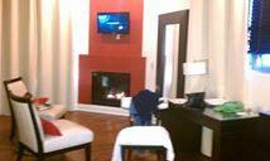 Sterling Inn & Spa: Living space in room