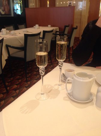 Art Nouveau Palace Hotel : Champagne breakfast