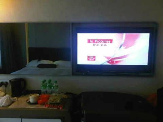 Royal Plaza Hotel: Fixed LCD TV with Chinese/English/French/Japanese channels