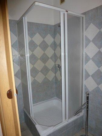 Hotel Venezia: Shower