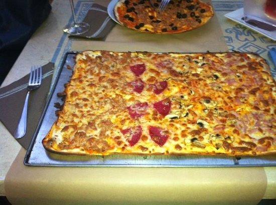 Pizzeria La Nonna : pizza mediana y pequeña