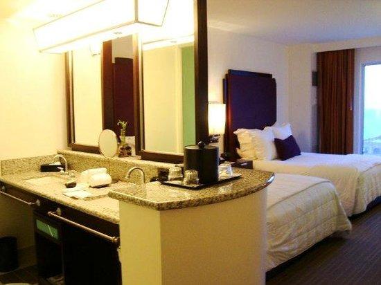 Hard Rock Hotel & Casino Biloxi : Queen Room - open design.