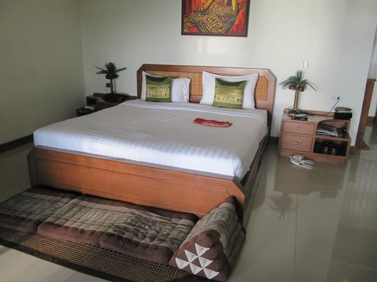 Lipa Lodge Beach Resort : bedroom