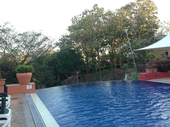 Royal Decameron Beach Resort, Golf & Casino : piscine
