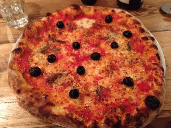 Bournemouth Pizza Co: Marinara minus capers