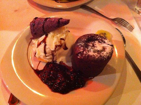 La Cabrera Norte: soufflè al cioccolato con gelato