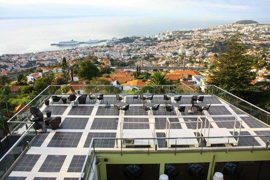 Quinta Mirabela: Zona comunal con vistas a Funchal y puerto de cruceros